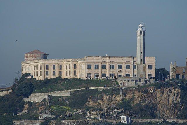 640px-Alcatraz_Island_from_Pier39_with_500mm