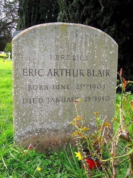 450px-Grave_of_Eric_Arthur_Blair_George_Orwell_All_Saints_Sutton_Courtenay_-_geograph.org_.uk_-_362277