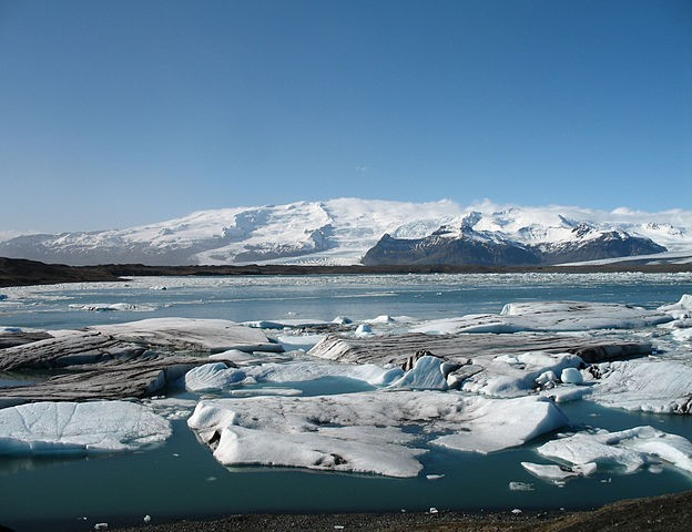 624px-Jökulsárlón_April_07-3