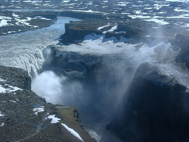 Aerial_View_of_Dettifoss_21.05.2008_15-50-32