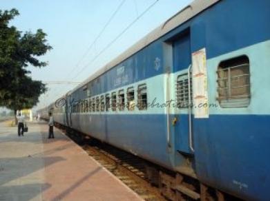 railway-platform-in-vidarbha-maharashtra_2907313