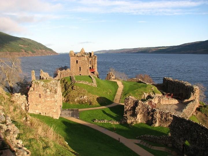 Urquhart_Castle_Loch_Ness